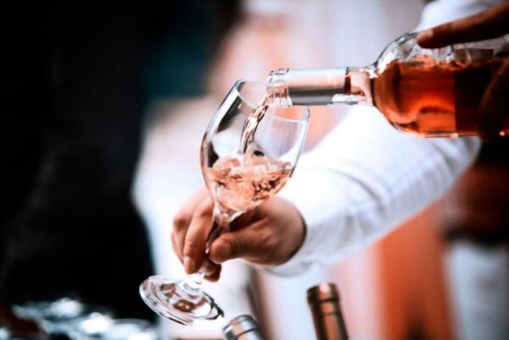 Le caviste: un partenaire fiable pour savourer les meilleurs vins lyonnais